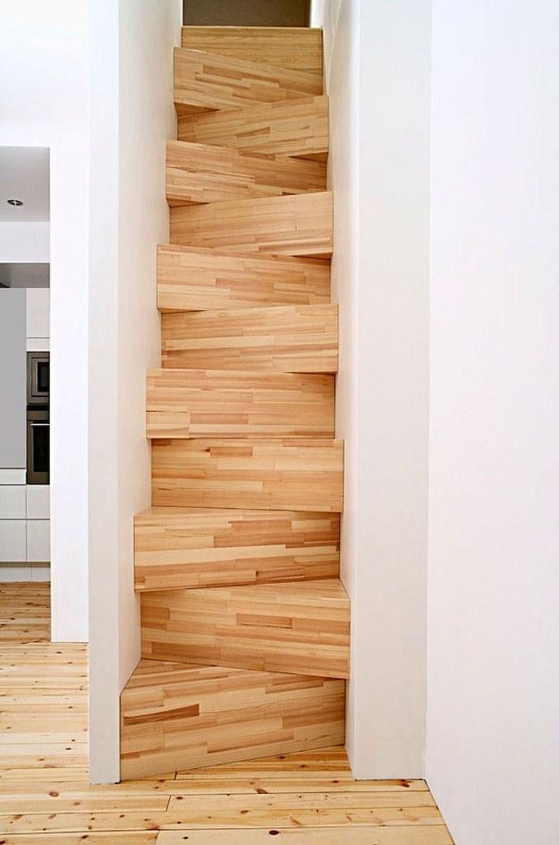 昇り降りが辛い階段の写真1