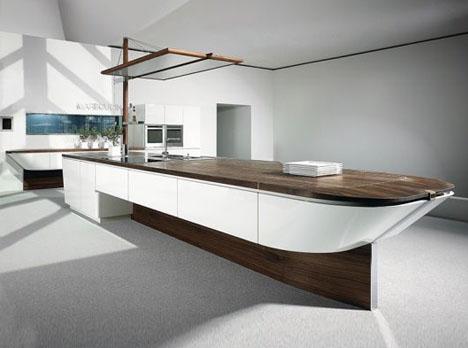 船の形をしたスタイリッシュなキッチンの写真1