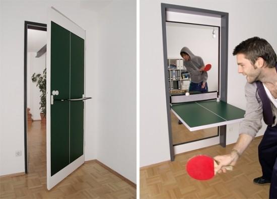 卓球台に変身するドアの写真1