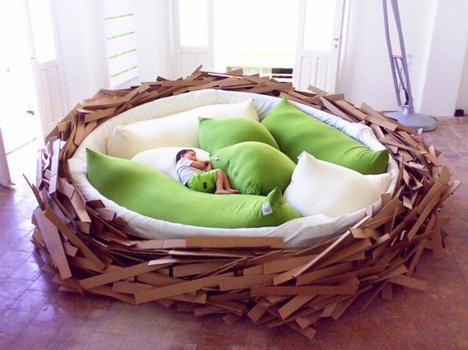 鳥の巣のようなベッドの写真1