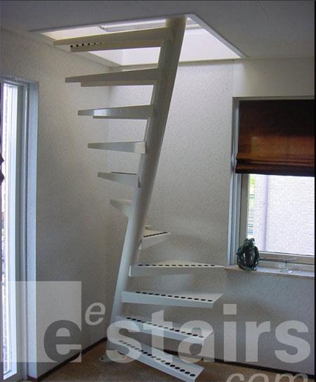 スタイリッシュでデンジャラスな階段の写真2