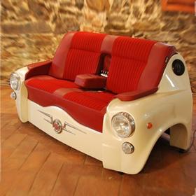 おしゃれな車型ソファーの写真2