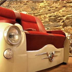 おしゃれな車型ソファーの写真1