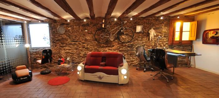 おしゃれな車型ソファーの写真3