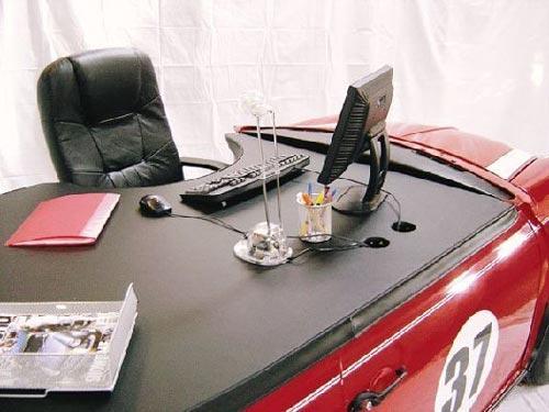 ミニクーパー型のオシャレなオフィスデスクの写真2